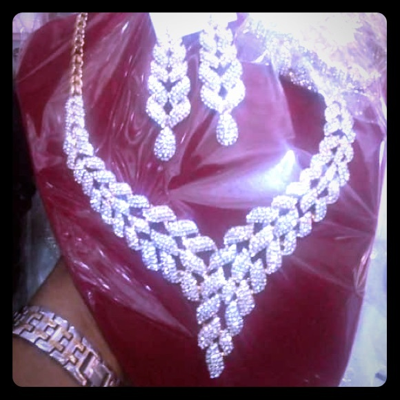 divineity Jewelry - Necklace and earrings